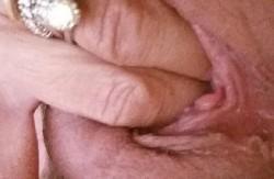 Porno amatoriale Chi vuole in bocca le dita di mia moglie